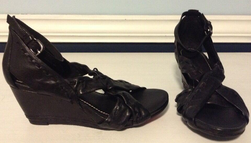 B. Makowsky  Leather Ankle Wrap Wedges New Sz 5 M
