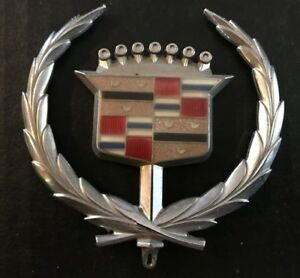 cadillac emblem wreath