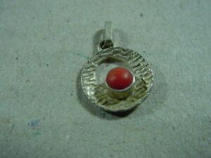 Kleiner-Silberanhaenger-mit-Koralle-Teka-835-Theodor-Klotz