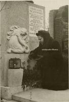 Orig.Photo, Baria Ossipowna trauert um Ehemann, um 1960