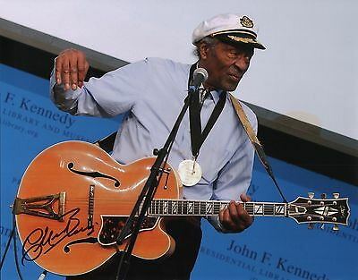 "Entertainment Memorabilia Rock & Pop Imported From Abroad Chuck Berry Signed Autographed 11x14 W/proof Of Years At ""blueberry Hill"" H Activating Blood Circulation And Strengthening Sinews And Bones"