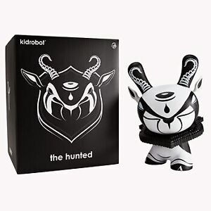 Dunny-8-034-The-Hunted-Dunny-KIDT13YL002