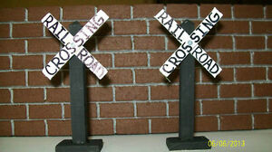 RAILROAD-CROSSING-SIGNS-Train-Layouts-Train-Themed-Party-Favors-Set-of-2