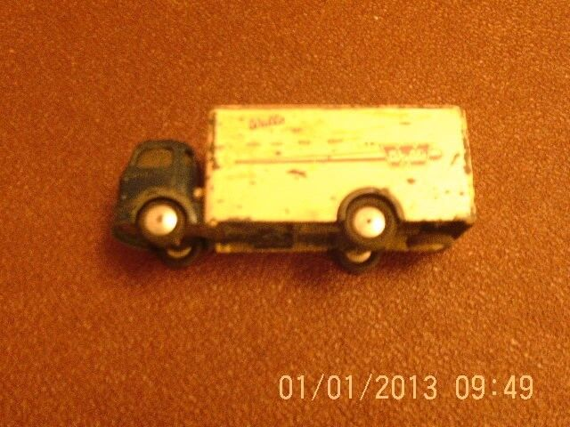 CORGI TOYS WAGON COMMER 5 1 ON WALLS