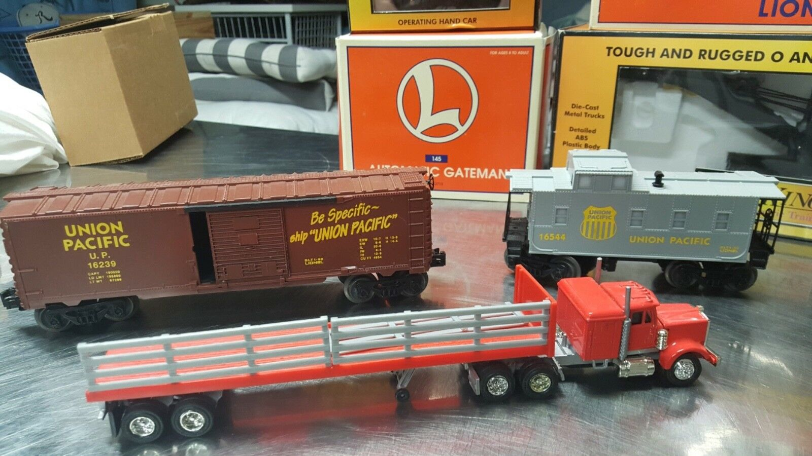 Lionel Union Pacific Pacific Pacific Express SET with all original pieces. + many other pieces 4201bc