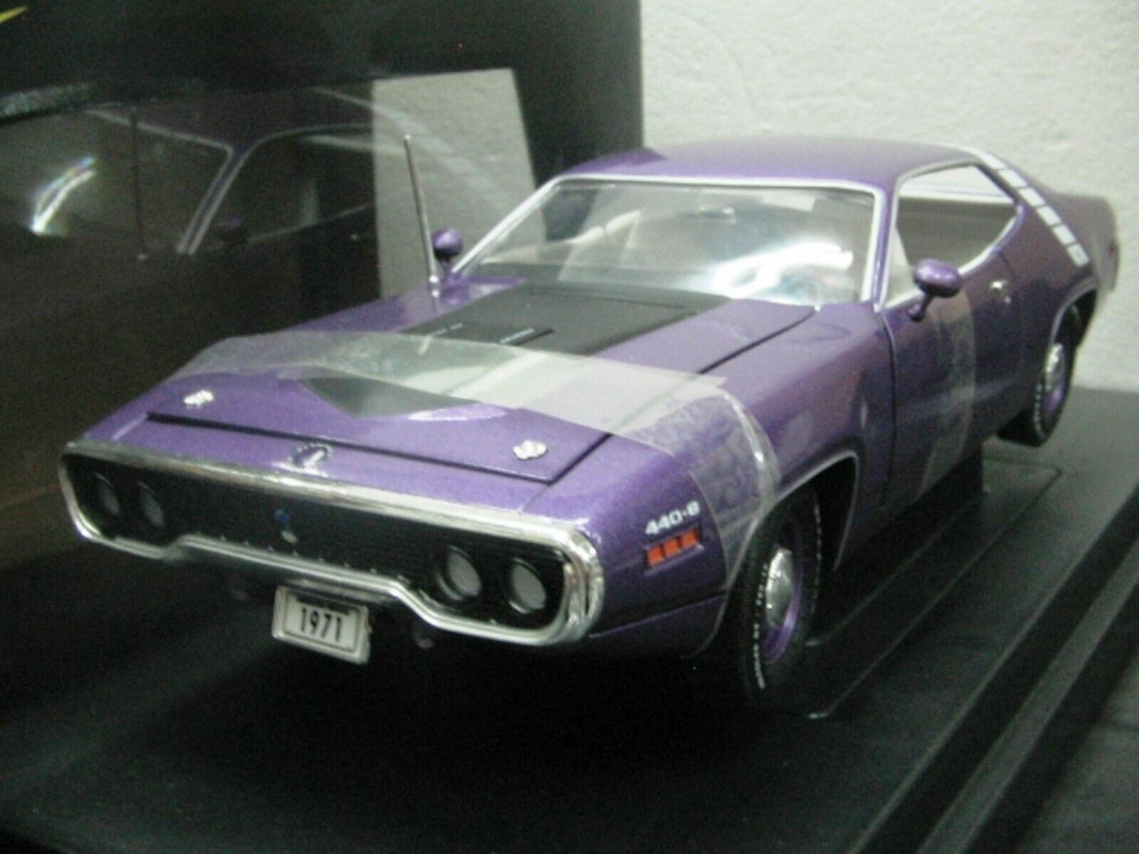 Wow extrêmement rare Plymouth 440 6 S2 V8 Road Runner 1971 Violet MT 1 18 RC2 ERTL