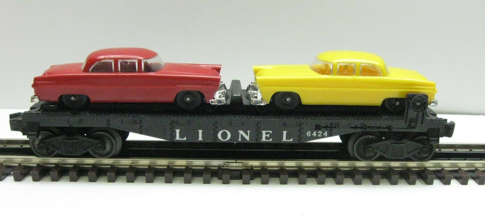 Lionel 6424 O Gauge Flat Car with 2 Autos giallo and rosso