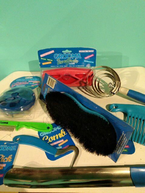 Grooma 8 Piece Grooming Kit  for Horses  118.00 Value Brand NEW