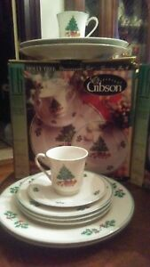 Gibson-HOLLY-TREE-16-Pc-Stoneware-Dish-Set-Christmas-Tree-SERVICE-FOR-4NICE