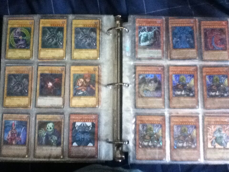 Yu-Gi-Oh 4000 Card Collection With Game Board, Board, Board, and 50 sleeve predectors. aef17a