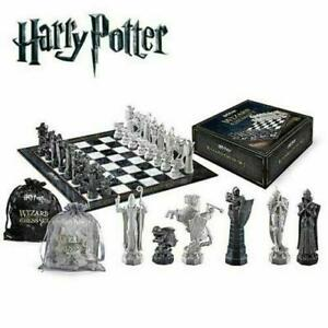 Harry-Potter-Wizard-Chess-Set-The-Noble-Collection-01