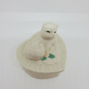 Porcelain Trinket Box Kitten Ball Of Yarn Basket Bisque Heart Hand-Painted Ivory