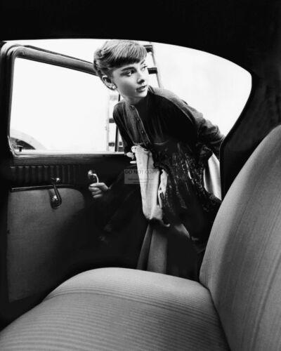 AUDREY HEPBURN LEGENDARY ACTRESS GETTING INTO CAR  8X10 PUBLICITY PHOTO ZZ-822