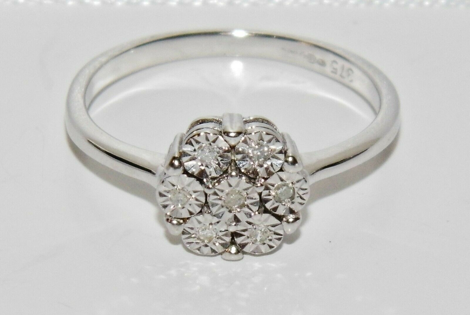 9ct White gold 0.10ct Diamond Daisy Cluster Ring size M - Solid 9K gold