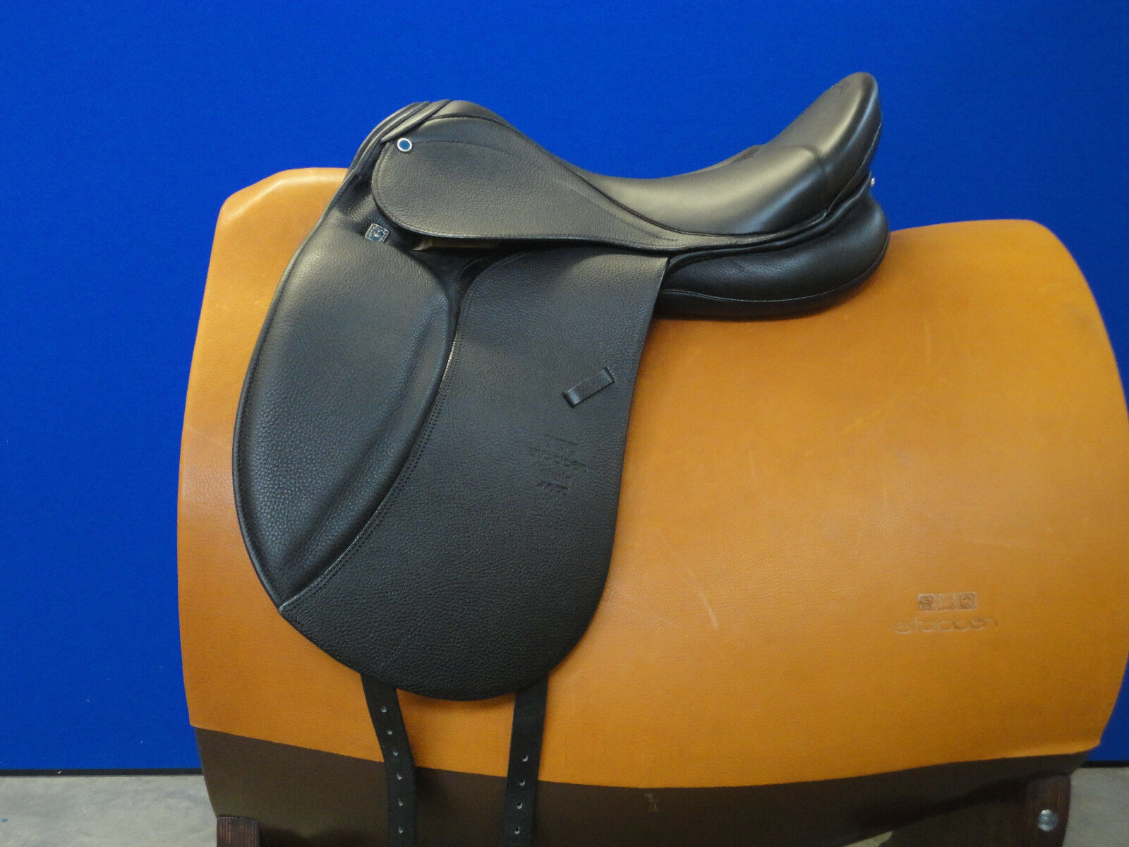 NEW D Stubben D NEW Aramis Dressage Saddle Deluxe Leder 17.5/29cm Biomex Seat c7a304
