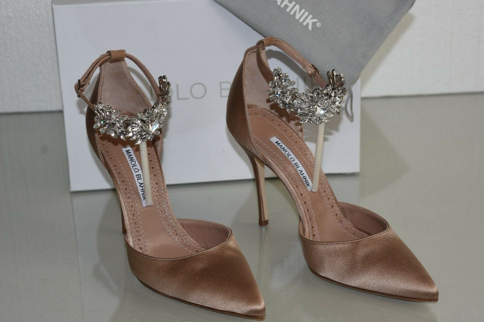 1045 NEW Manolo Blahnik Sicariata 105 Satin Pumps Jeweled shoes NUDE beige 40