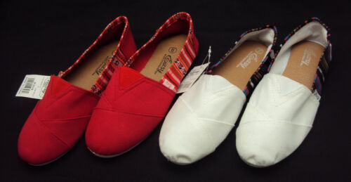 Ladies Canvas Shoes by  Easy USA ~ Slip-On Flats For Beach Casual Dress  NEW