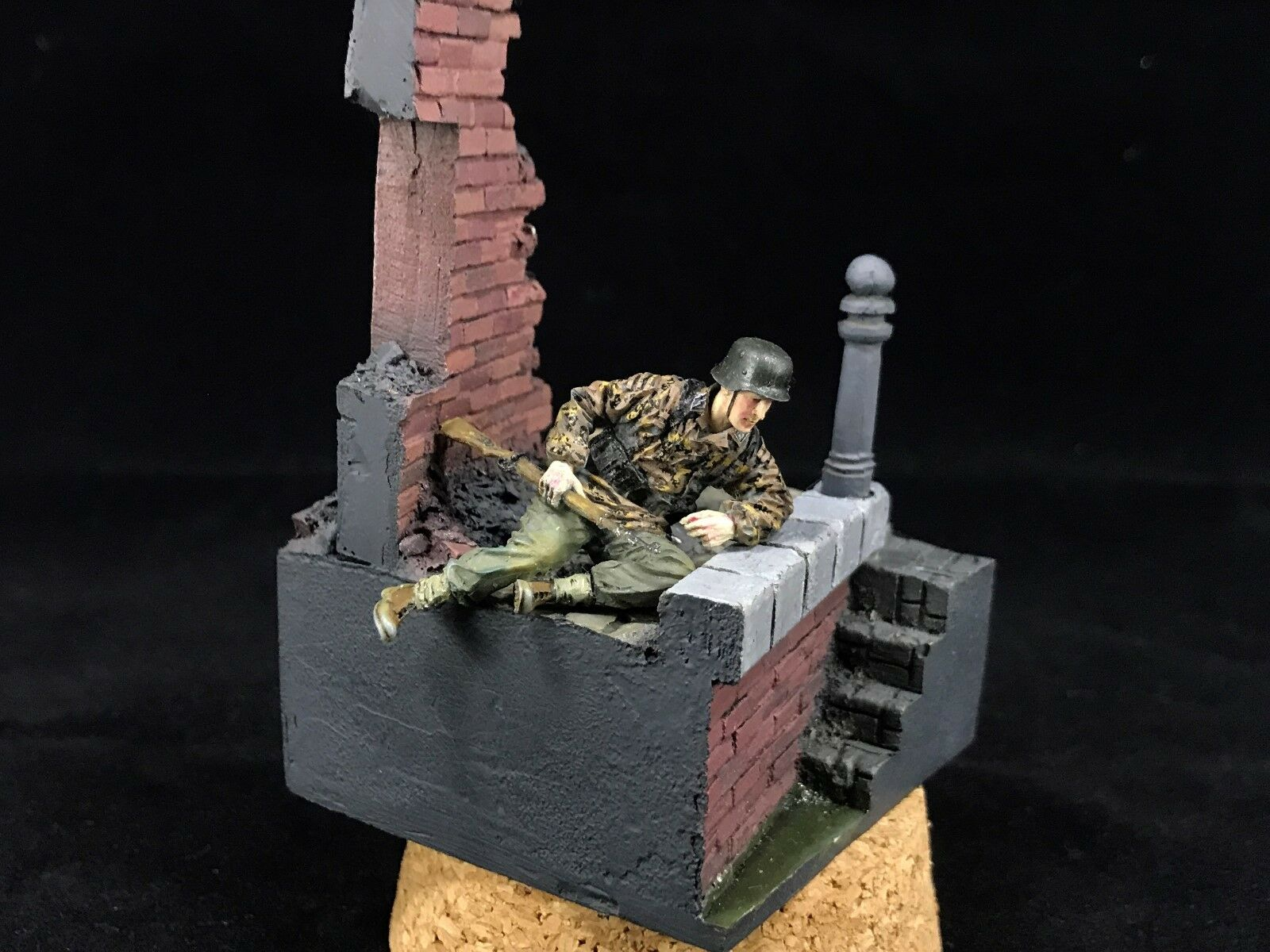 1 35 Built and Painted Resin WWII German SS Soldier Figure Model