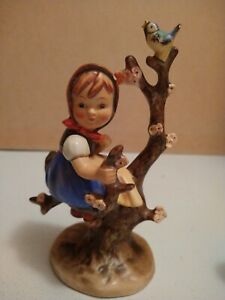Vintage-Goebel-Hummel-Figurine-Girl-in-Apple-Tree-4-034-tall-W-Germany