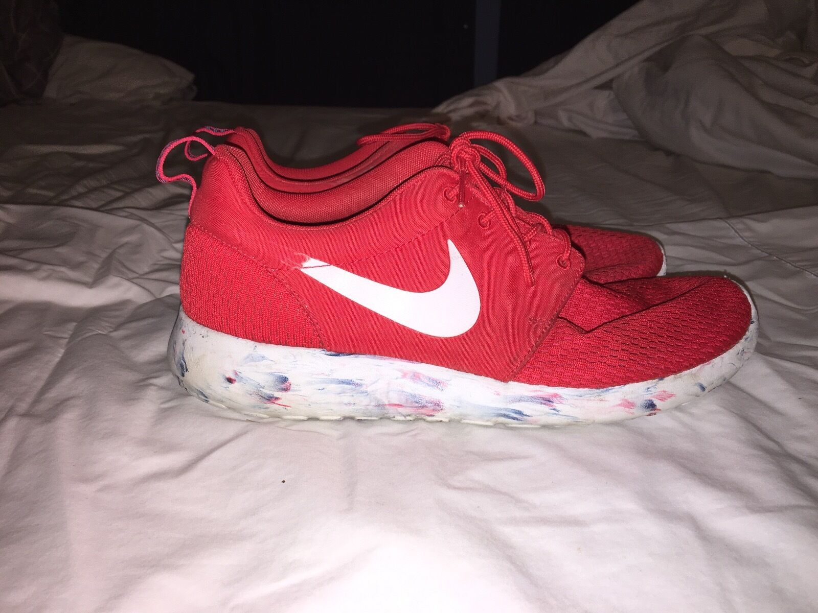 Nike Rosherun red w/ blue/red marbled sole best-selling model of the brand
