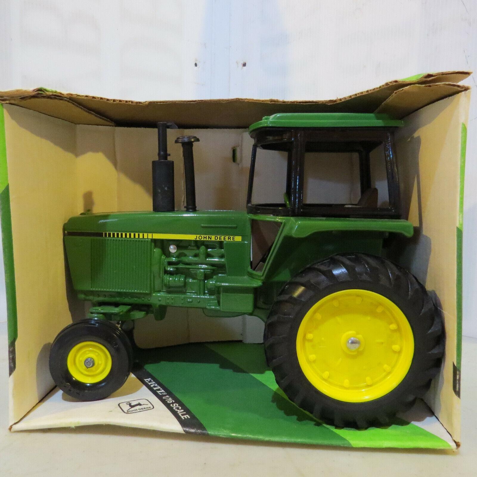 ERTL John Deere 4450 tracteur JD493