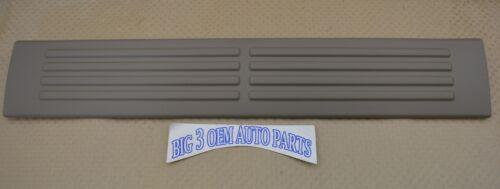 Chevrolet Silverado Suburban GMC Sierra Yukon Rear Door Scuff Sill Plate Tan new