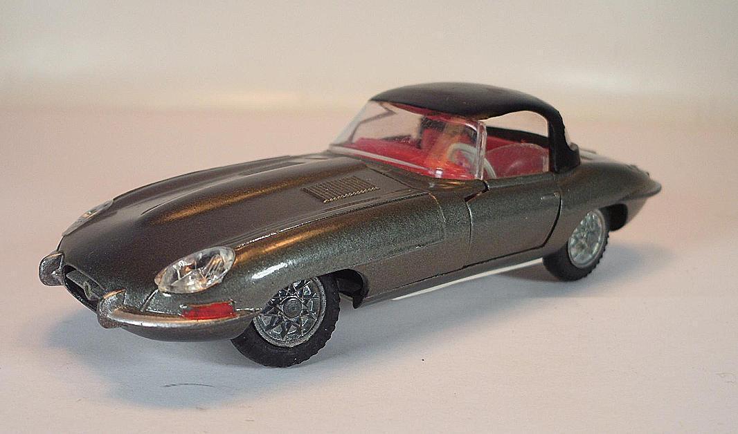 Tekno Denmark Jaguar E Type grismetallic avec toit noir  5158