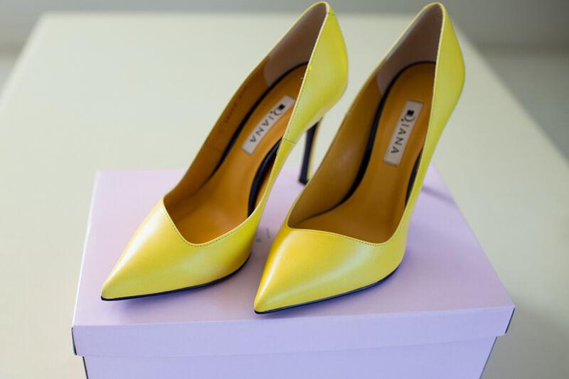 Ginza Diana Pumps Gelb Slanted Cleavage Größe 7   23.5 heels 3.75 in. Japan NWB