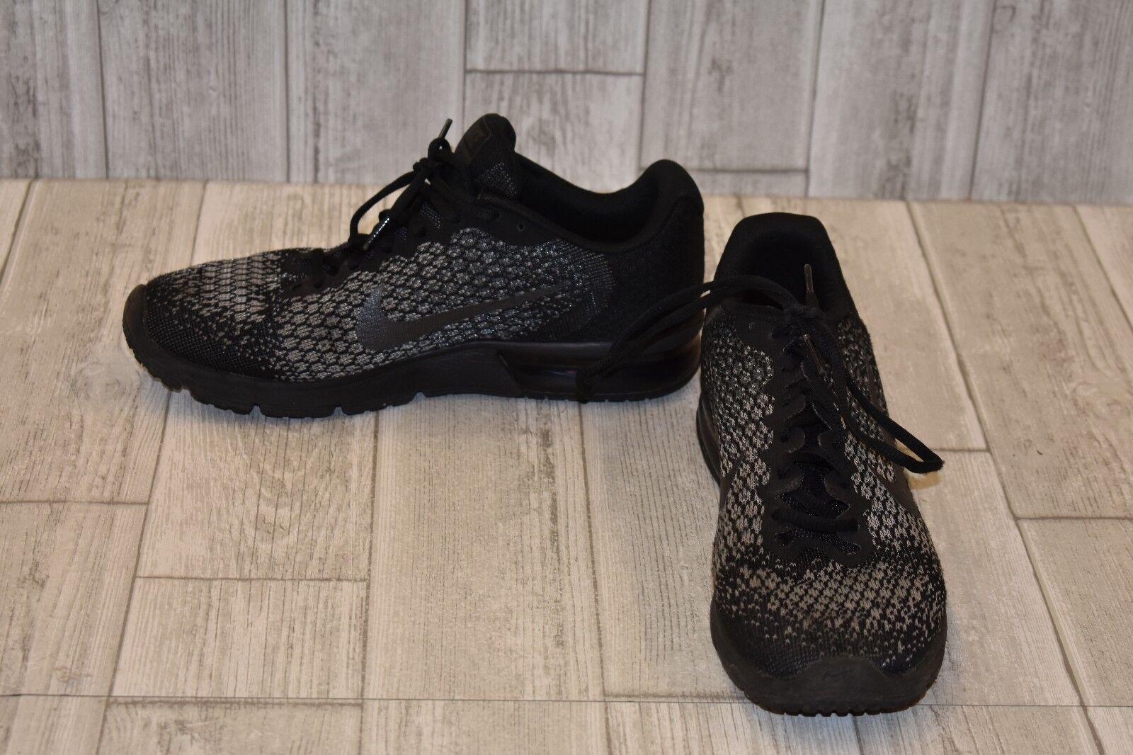 Nike Air Max Sequent 2 Athletic Scarpe da Ginnastica, Uomo Size 10, Nero/Grey