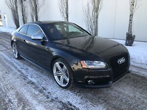 2010 Audi S5 Quattro 4.2L V8 coupe, red leather!
