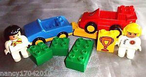 Lego-Duplo-Rennfahrer-Rennauto-2671-Racing-Team-Transporter-Anhaenger-aehnl-10834