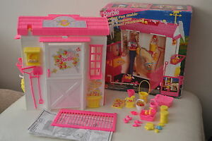 BARBIE FEEDING FUN STABLE VERY GOOD CONDITION
