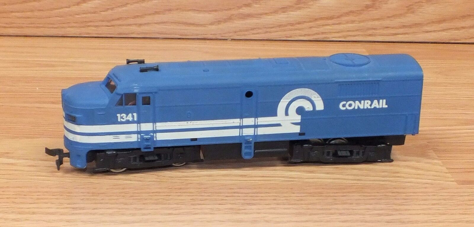 Genuine Conrail (1341) HO Scale bluee 7  (inch) Train Engine Only READ
