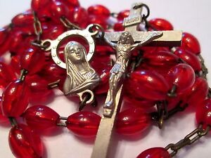 VINTAGE-CATHOLIC-RED-GLASS-ROSARY-VIRGIN-MARY-JESUS-CENTER-RELIGIOUS-MEDAL-18-034