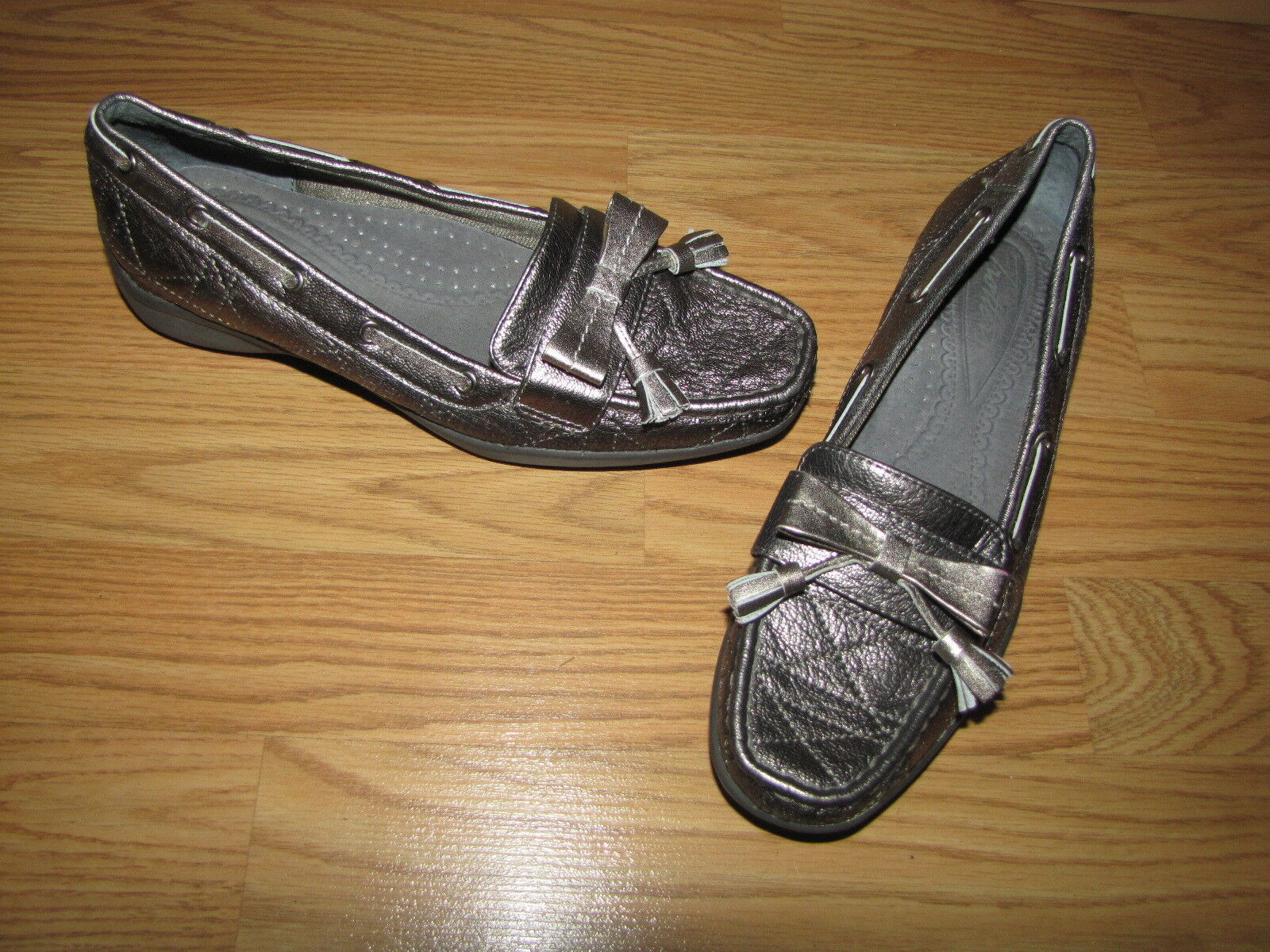NWOB Tredters Metallic Pewter Bow Tassel Loafers - 6N European 36