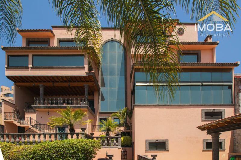 ¡ESTA CASA LO TIENE TODO! Casa en venta en Loma Dorada