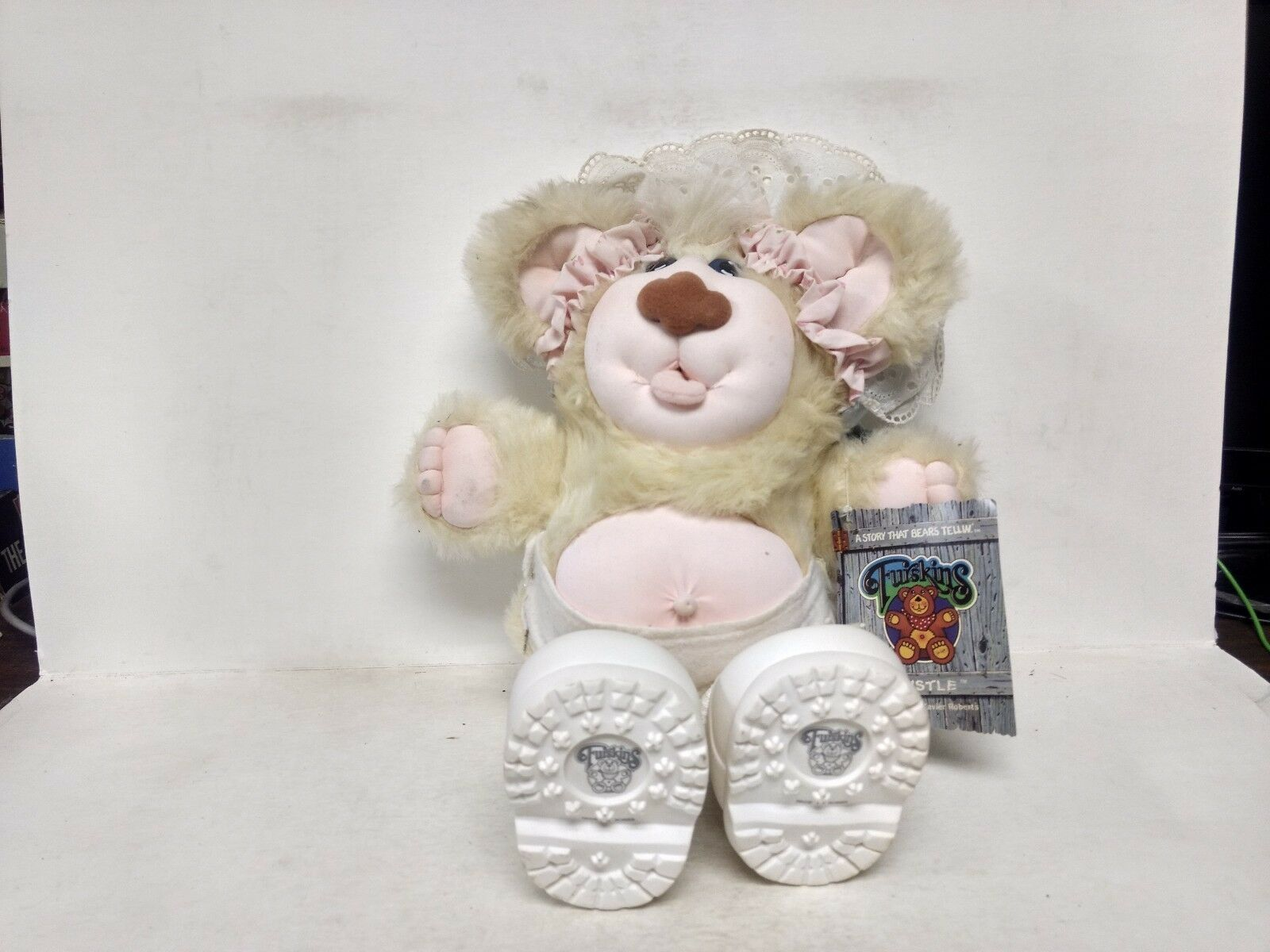 Furskins Thistle By Xavier Roberts Baby Bear Pink With White shoes ds311