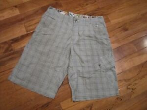 Lululemon-mens-kahuna-shorts-black-white-blue-check-waist-34