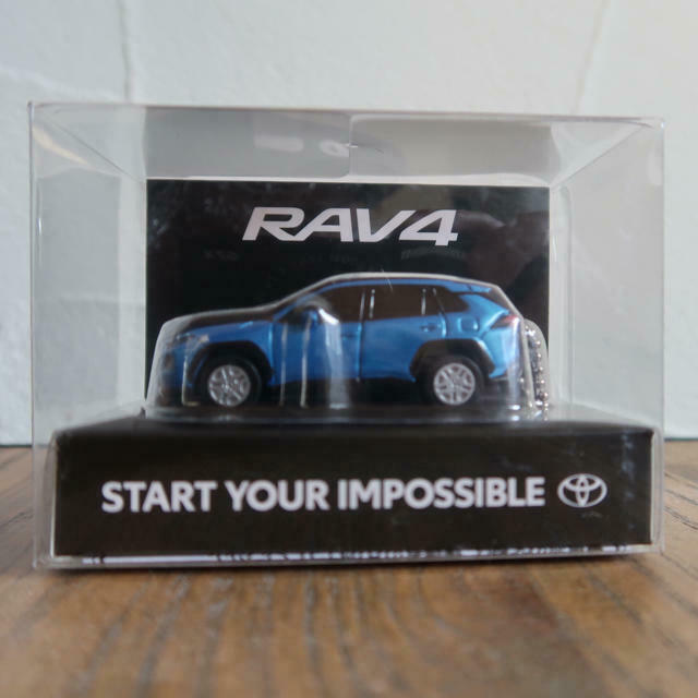 RAV4 TOYOTA LED Light Keychain Blau Attitude Model Car