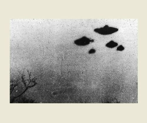 Space Aliens DAYLIGHT DISC 1962 UFO Flying Saucer PHOTO Sheffield England UK