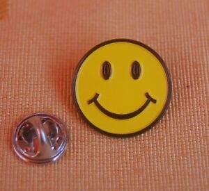 Smily-Smilie-Smiley-lachendes-Gesicht-Pin-Anstecker-Badge-Button-TOP