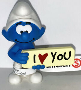 NEW-Smurf-with-I-love-You-Sign-20823-Year-2020-Smurfs-2-inch-Plastic-Figurine