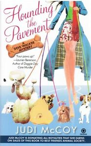 Hounding-The-Pavement-A-Dog-Walker-Mystery-by-Judi-McCoy-2009-Paperback-Book