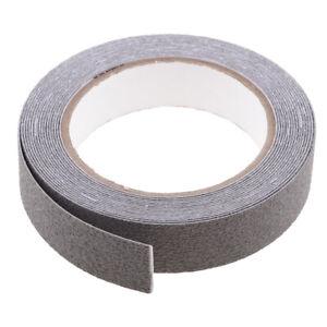 RUBAN-ANTIDERAPANT-DE-SECURITE-Revetement-de-sol-antiderapant-adhesif