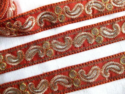 Borte mit aufgestickten Muster u.Pailletten in verschieden Farben,40mm,lfm,B311