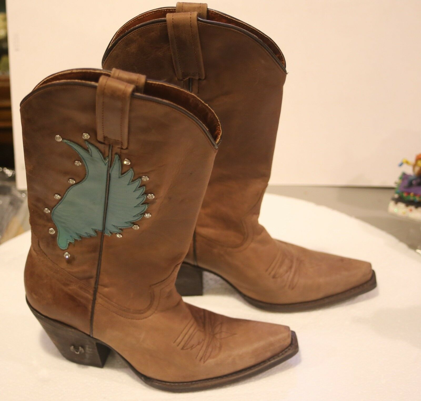 Eight second Angel boots size 7.5, nice, turquoise wings