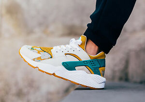 NIKE-AIR-HUARACHE-RUN-PA-Running-Trainers-Casual-UK-8-EUR-42-5-Canyon-Gold