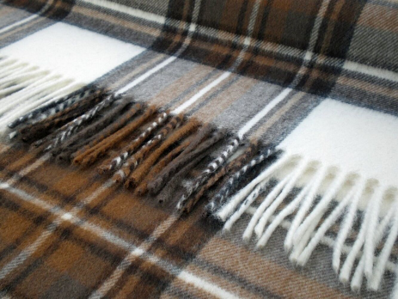 Bronte Merino Lambswol Werfen - Natürliche Kleid Stewart Tartan