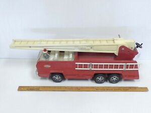 1976-77-TONKA-Aerial-Fire-Ladder-Truck-2960-Excellent-original-Toy-Truck