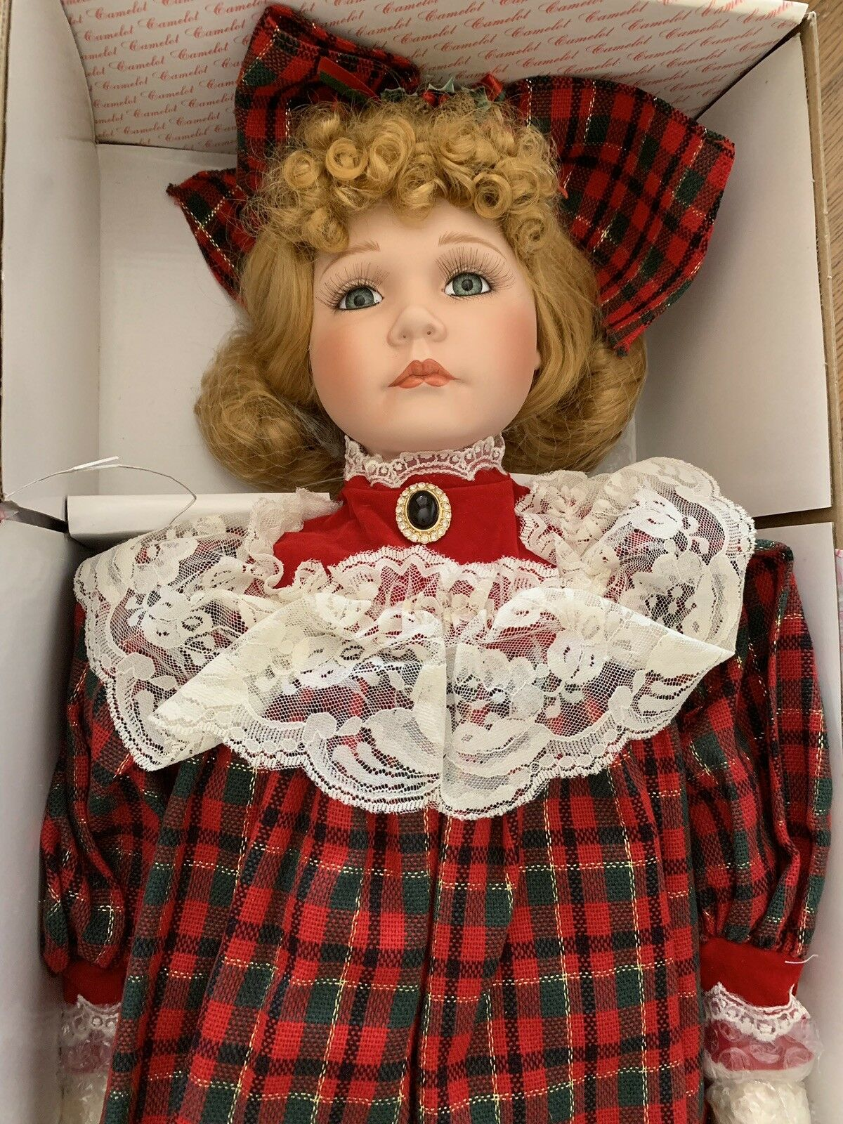 """Camelot Collectible Dolls 22  Porcelain Doll """"Holly"""" rot Plaid Dress Christmas"""